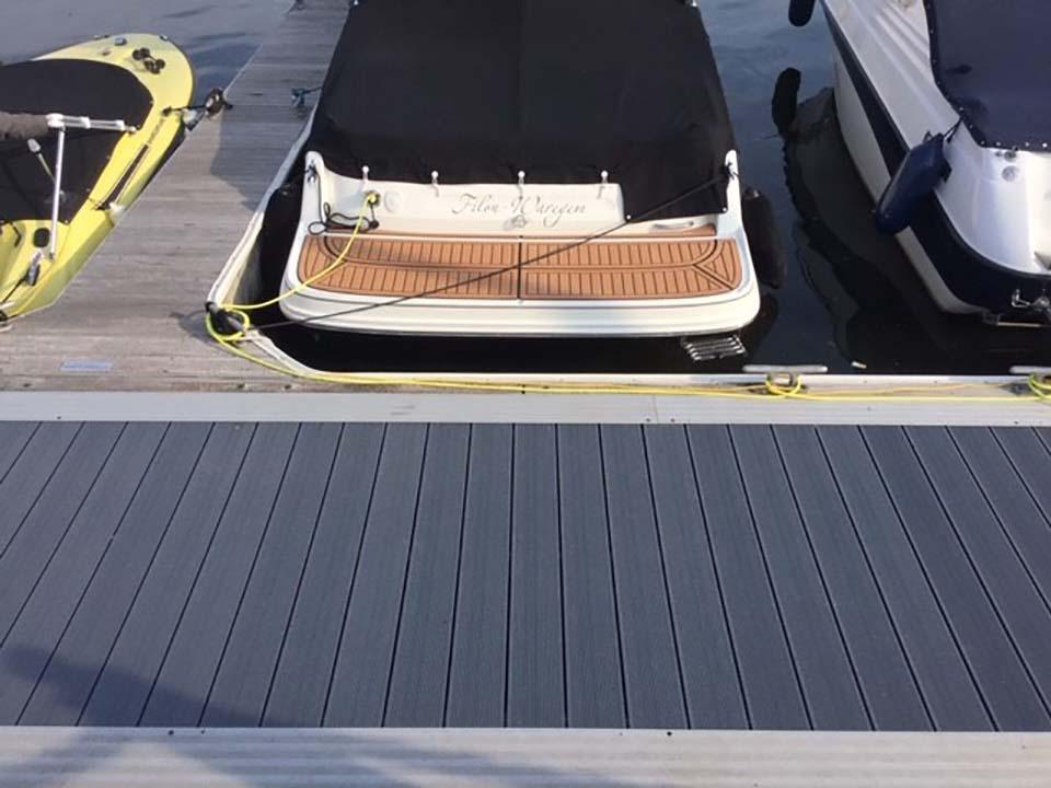 Aanmeer ponton in UPM Profi Deck - alternatief steigerhout